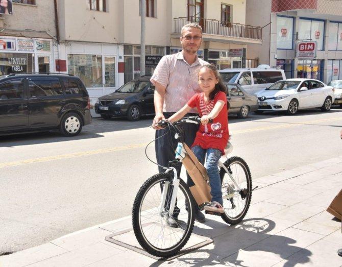 İlçelerde bisiklet dağıtımı başladı