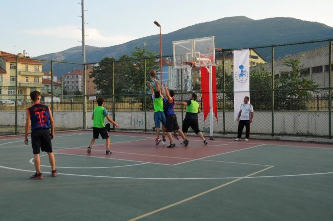 Akşehir'de geleneksel sokak basketbolu heyecanı başladı