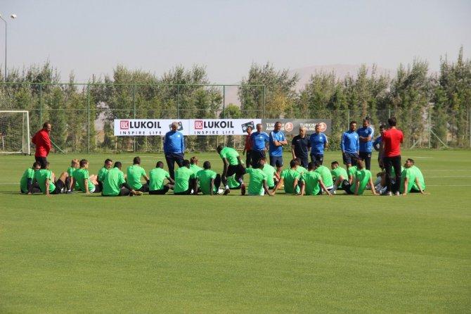 """Rıza Çalımbay: """"Fenerbahçe maçında kazanmak için her türlü riske girebiliriz"""""""