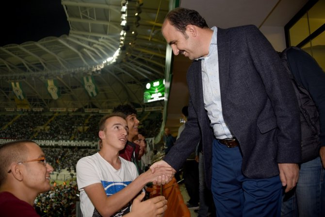 Başkan Altay, Konyaspor-Beşiktaş maçında özel eğitim öğrencileriyle buluştu
