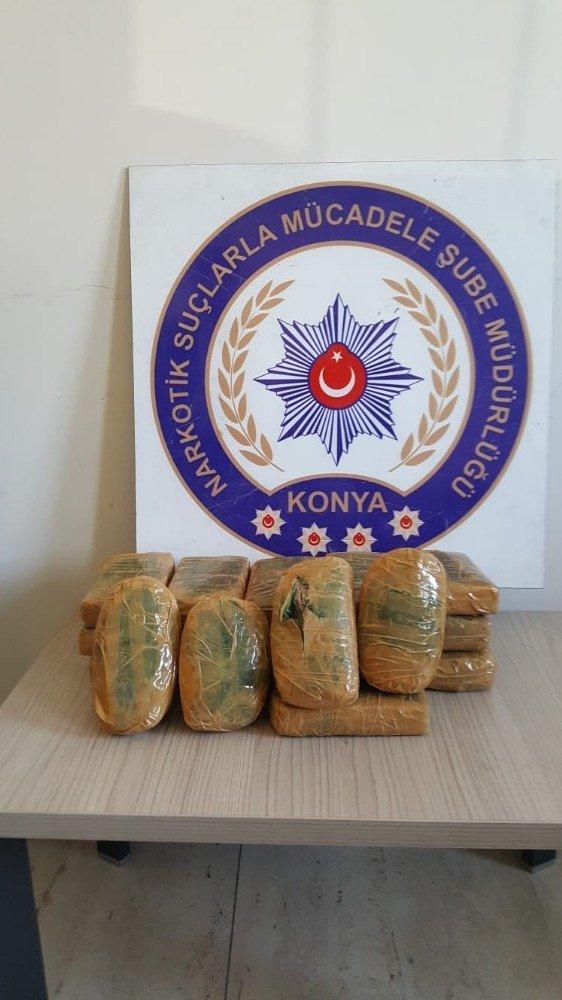 Otomobilin gizli bölmelerindeki 11 kilo eroin Konya polisine yakalandı