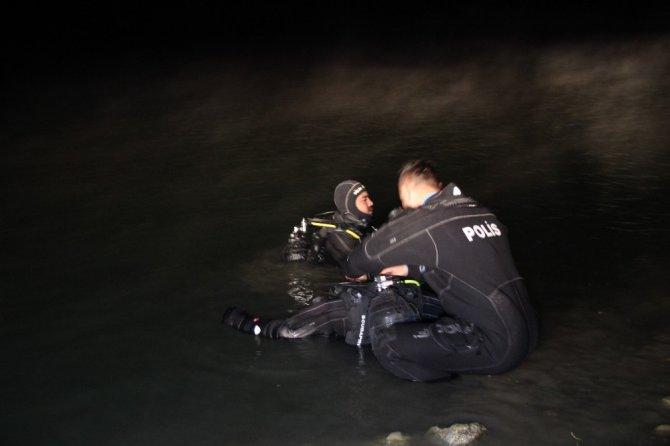 Baraj gölüne giren otomobilin sürücüsü boğuldu