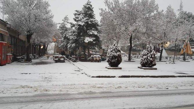 Aksaray'da yüksek kesimlere kar yağdı