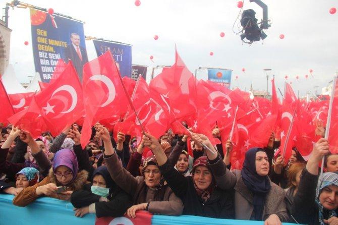 Cumhurbaşkanı Erdoğan Konya'da sevgi gösterileriyle karşılandı