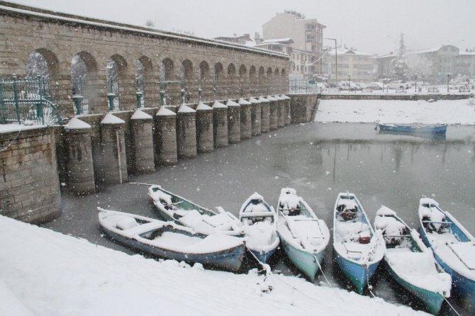 Beyşehir'de kar yağışı etkili oldu