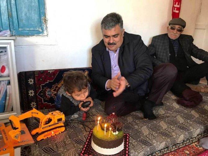 Başkan Özgüven'den Fethi Sekin'e doğum günü sürprizi