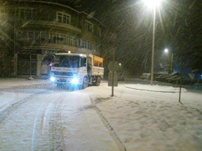 Akşehir Belediyesi kar temizleme çalışmalarını sürdürüyor