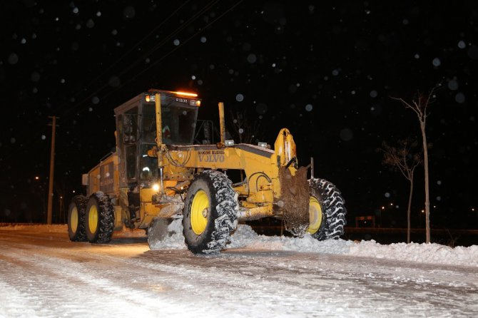 Konya Büyükşehir kar ve buzlanmaya karşı 24 saat görevde