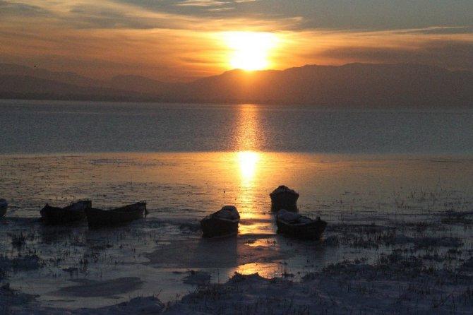 Beyşehir Gölü Milli Parkı'nda günbatımı