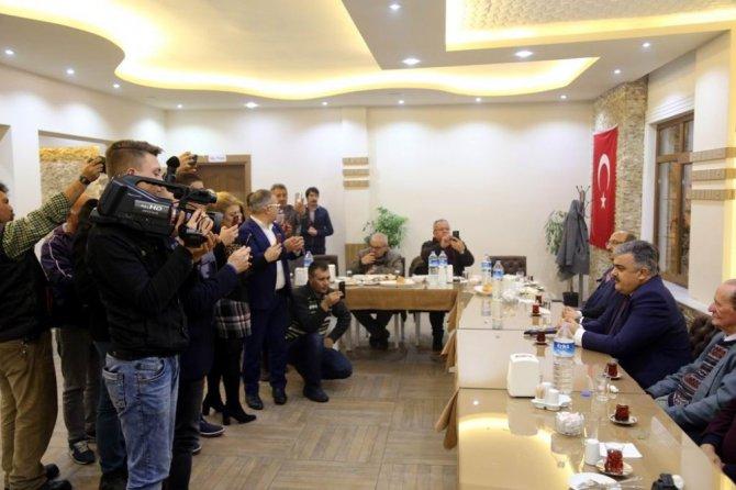 Başkan Özgüven, basın mensuplarıyla bir araya geldi