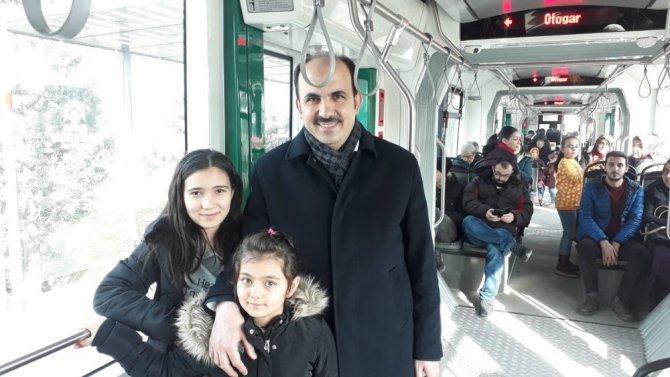 Başkan Altay tramvayda vatandaşlarla bir araya geldi
