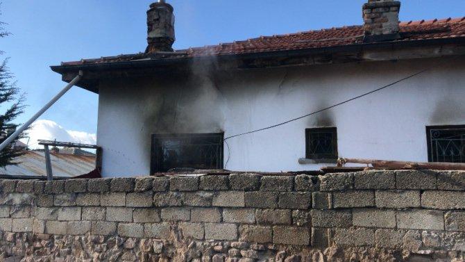 Konya'da evde çıkan yangında mushaf yanmadı