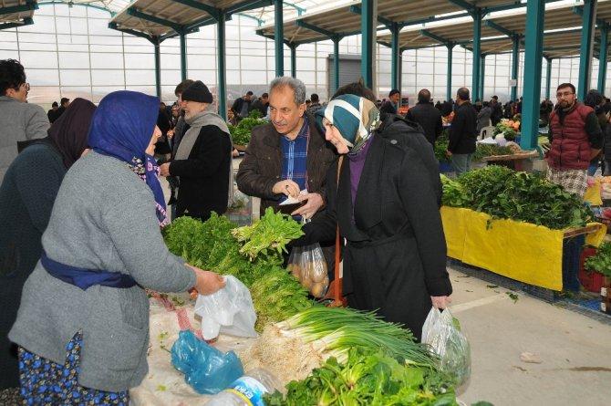 Başkan Akkaya, Yarenler Pazarında alışveriş yaptı