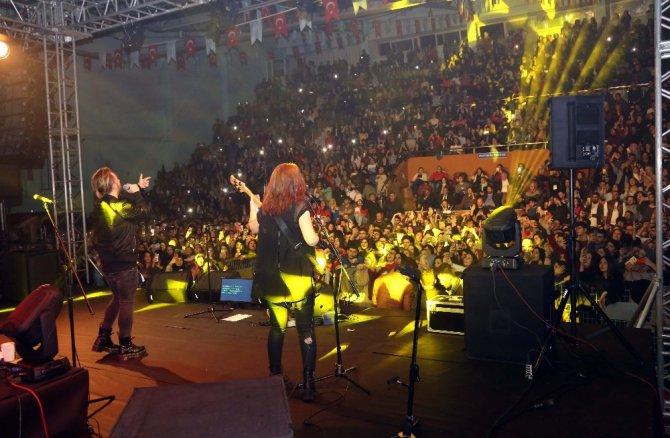 Aksaray'da Emre Aydın konseri