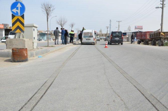 Hafif ticari aracın çarptığı bisiklet sürücüsü ağır yaralandı