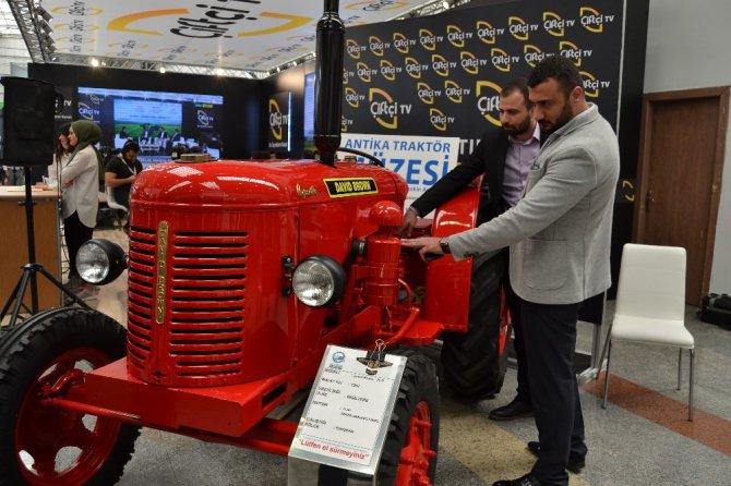 68 yıllık antika traktör Konya Tarım Fuarı'nda ilgi gördü