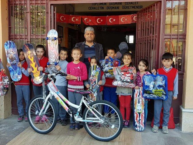 Beyşehir'de en fazla pet şişeyi toplayan öğrenciler ödüllendirildi
