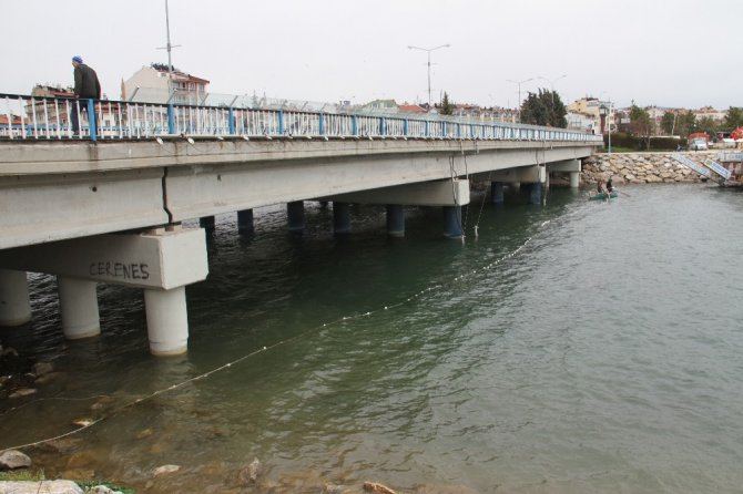 Beyşehir Gölü'nde avcılardan balık kaçağına ağlı önlem