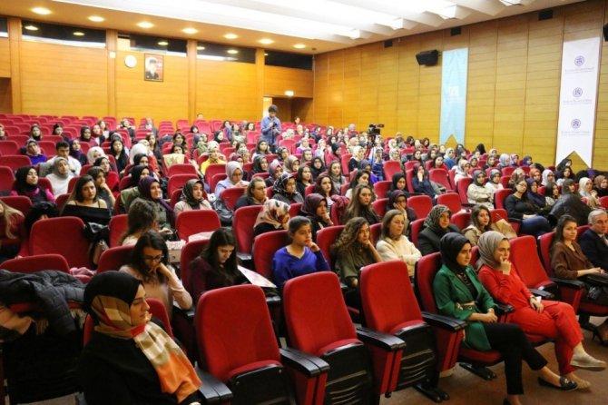 KTO Karatay'da 'Ebeler Haftası' ile ilgili panel düzenlendi