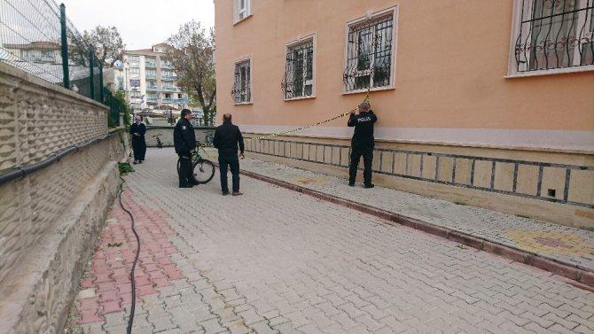 Konya'da 4 yaşındaki çocuğun 5. kattan düşme anı güvenlik kamerasında