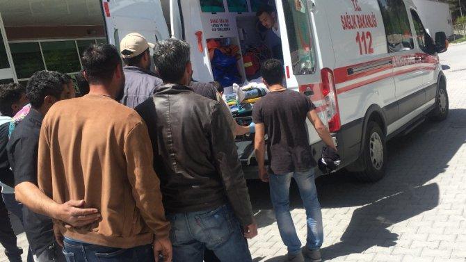 İnşaat kalıpçısı 4. kattan düşerek ağır yaralandı