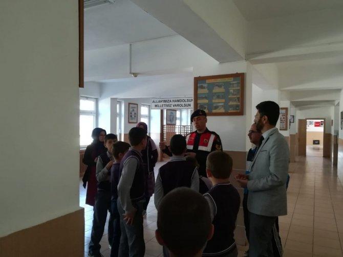 Hüyük'te imam hatip ortaokulu öğrencilerinden jandarmaya ziyaret etti
