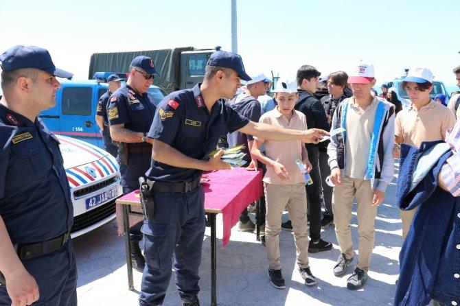 Jandarma teşkilatının gözbebeği eğitimli köpekler hayran bıraktı