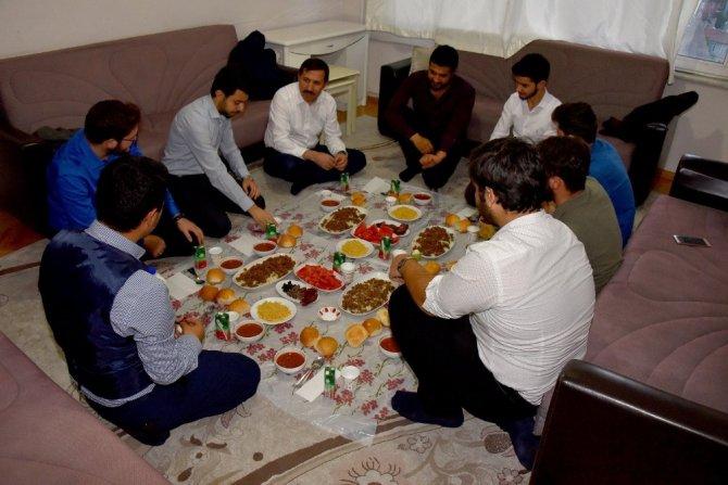 Başkan Kılca öğrenci evinde iftar yaptı
