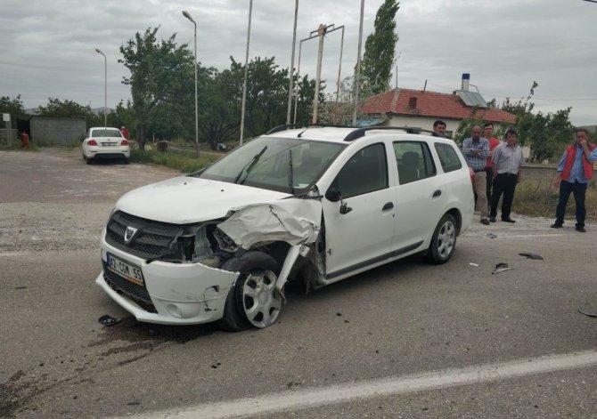 Kulu otomobiller çarpıştı: 2 yaralı
