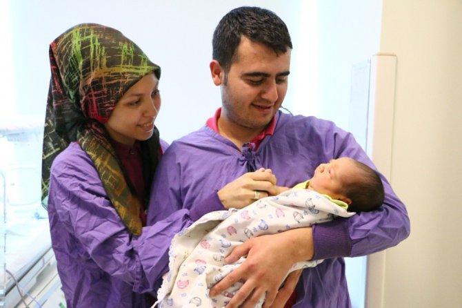 Yoğun bakımdaki bebekler aile sıcaklığında tedavi oluyor