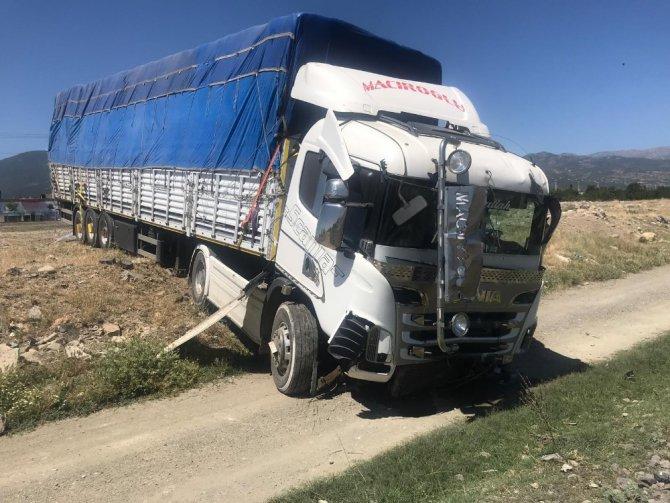 Konya'da tır ile otomobil çarpıştı: 3 yaralı