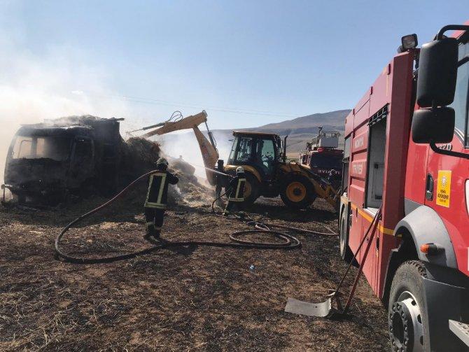 Saman yüklü kamyon alev alev yandı