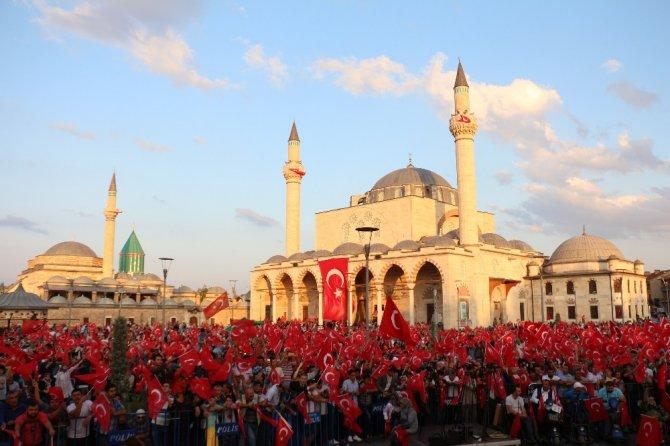 15 Temmuz'un yıl dönümünde binlerce kişi Mevlana Meydanı'na akın etti