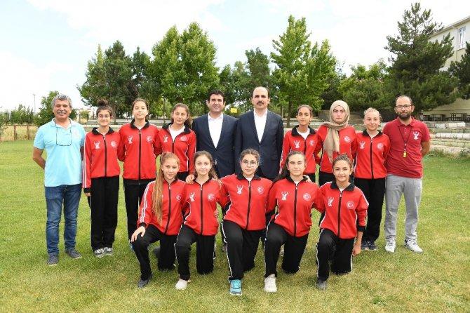 Başkan Altay, Yaz Spor Okulu öğrencileriyle buluştu