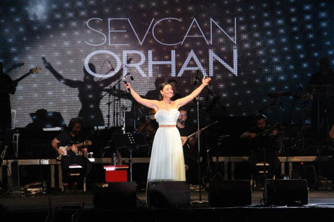 Konya'da Göl Festivali'nde Sevcan Orhan ve Hilmi Şahballı konseri