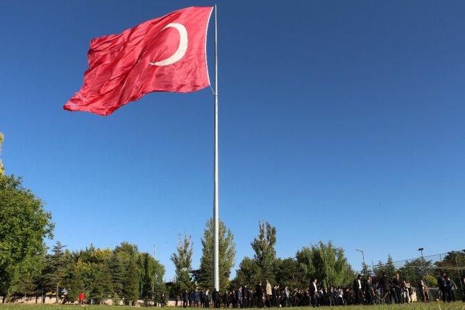 Bakan Kurum, bayram namazını kıldı, jandarma personeli ile bayramlaştı