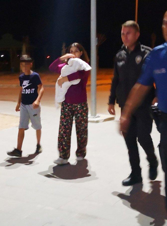 Aksaray'da abla kız kardeşini kollarından bıçakla yaraladı