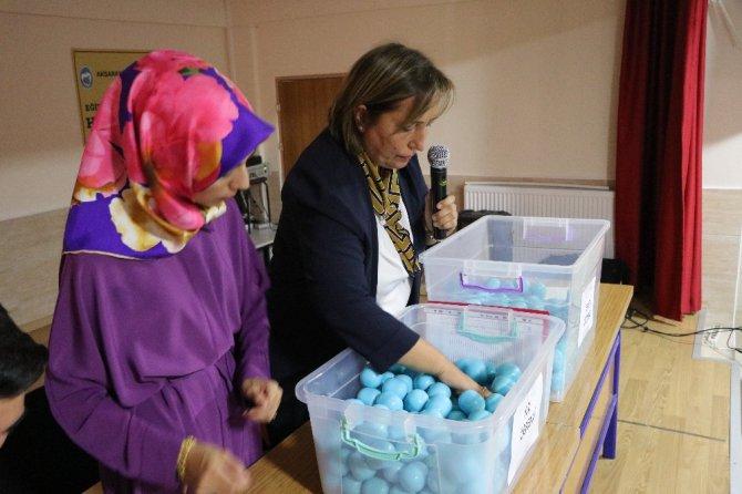 Aksaray'da 1. sınıf öğrencilerinin öğretmeni noter huzurunda çekilişle belirlendi