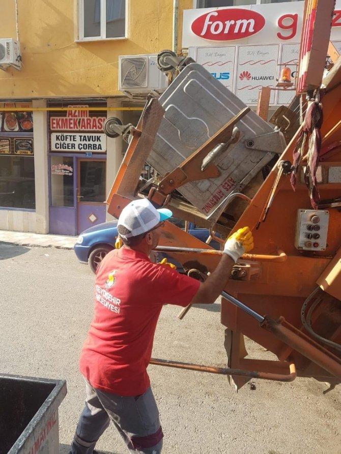 Kurban Bayramı sonrası çöp konteynerleri dezenfekte ediliyor