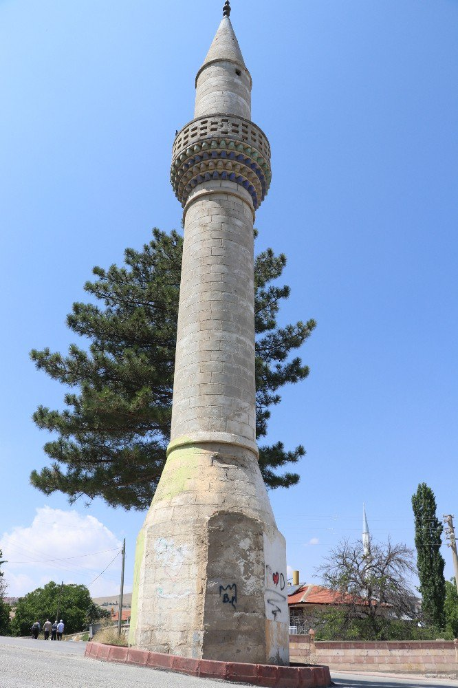 Aksaray'ın camisiz minaresi şaşırtıyor