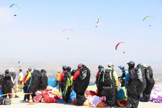 Yamaç Paraşütü Süper Final Test Şampiyonası Türkiye'de ilk kez başladı