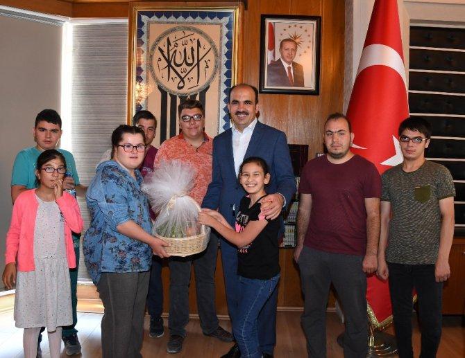 """Özel öğrencilerden Başkan Altay'a """"Özel"""" ziyaret"""