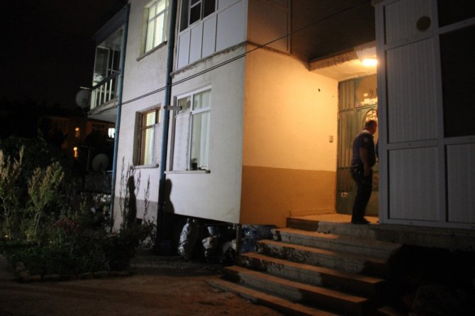 Konya'da tartıştığı kocasını keserle vurarak öldürdü