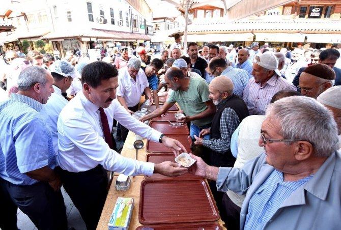 Karatay Belediyesinden vatandaşlara aşure ikramı