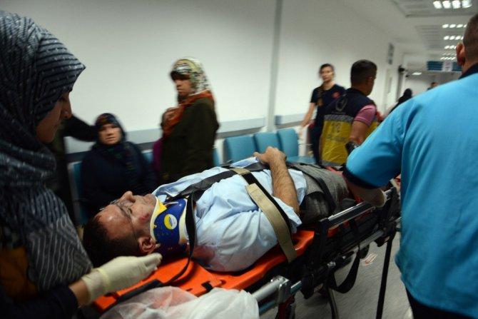 Başkan Vahap Seçer'in koruma aracı kaza yaptı: 3 yaralı