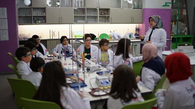 Bilim meraklıları Konya Bilim Merkezi'ne akın ediyor