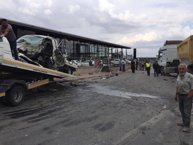 Konya'da kamyonet ile hafriyat kamyonu çarpıştı: 1 ölü, 2 yaralı
