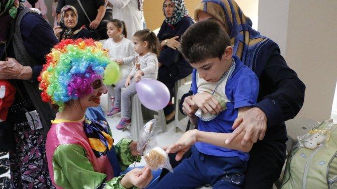 Özel çocuklar renkli etkinliklerle topluma kazandırılıyor