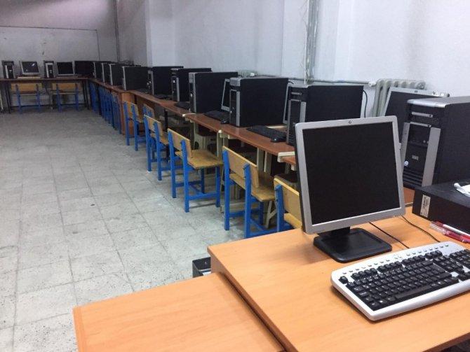 Beyşehir'de 4 okula yeni nesil bilgisayar desteği