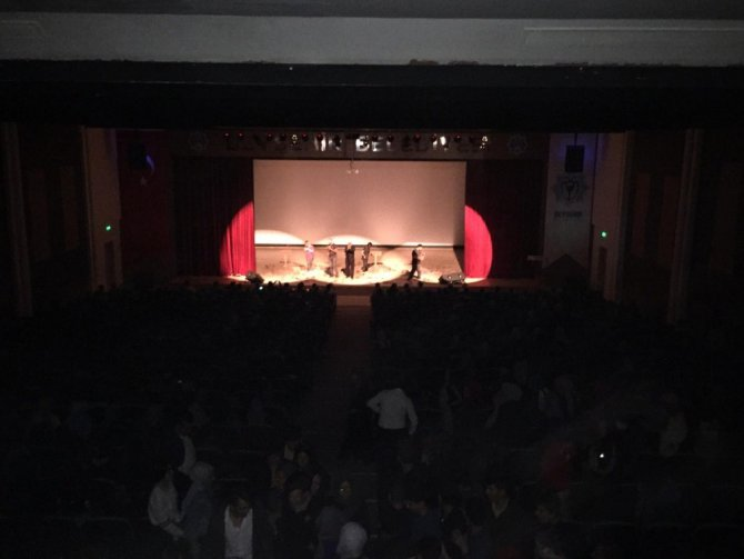 Öğrencilere uyuşturucunun zararları tiyatro oyunuyla anlatıldı